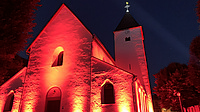 """Night of Light"" tauchte die Alte Kirche in Lahr in rotes Licht"